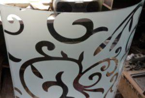 Стекло радиусное с пескоструйным рисунком для радиусных дверей Актобе