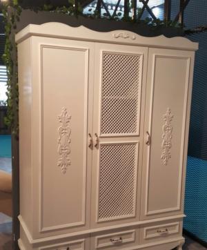 Распашные двери с декоративными накладками Актобе